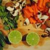 Opskrift: Kylling med lime, koriander og chili i Römertopf