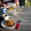 Opskrift: Pandekager med havtornsirup og ristede mandler