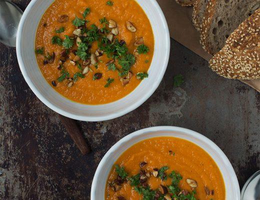 Opskrift: Gulerodssuppe med ingefær, appelsin og kokosmælk | Frk. Kræsen