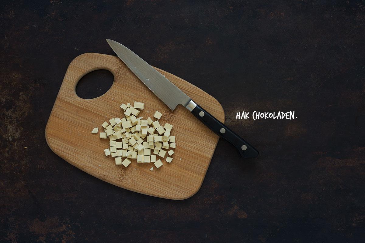 Opskrift: Crumble med ribs og hvid chokolade | Frk. Kræsen