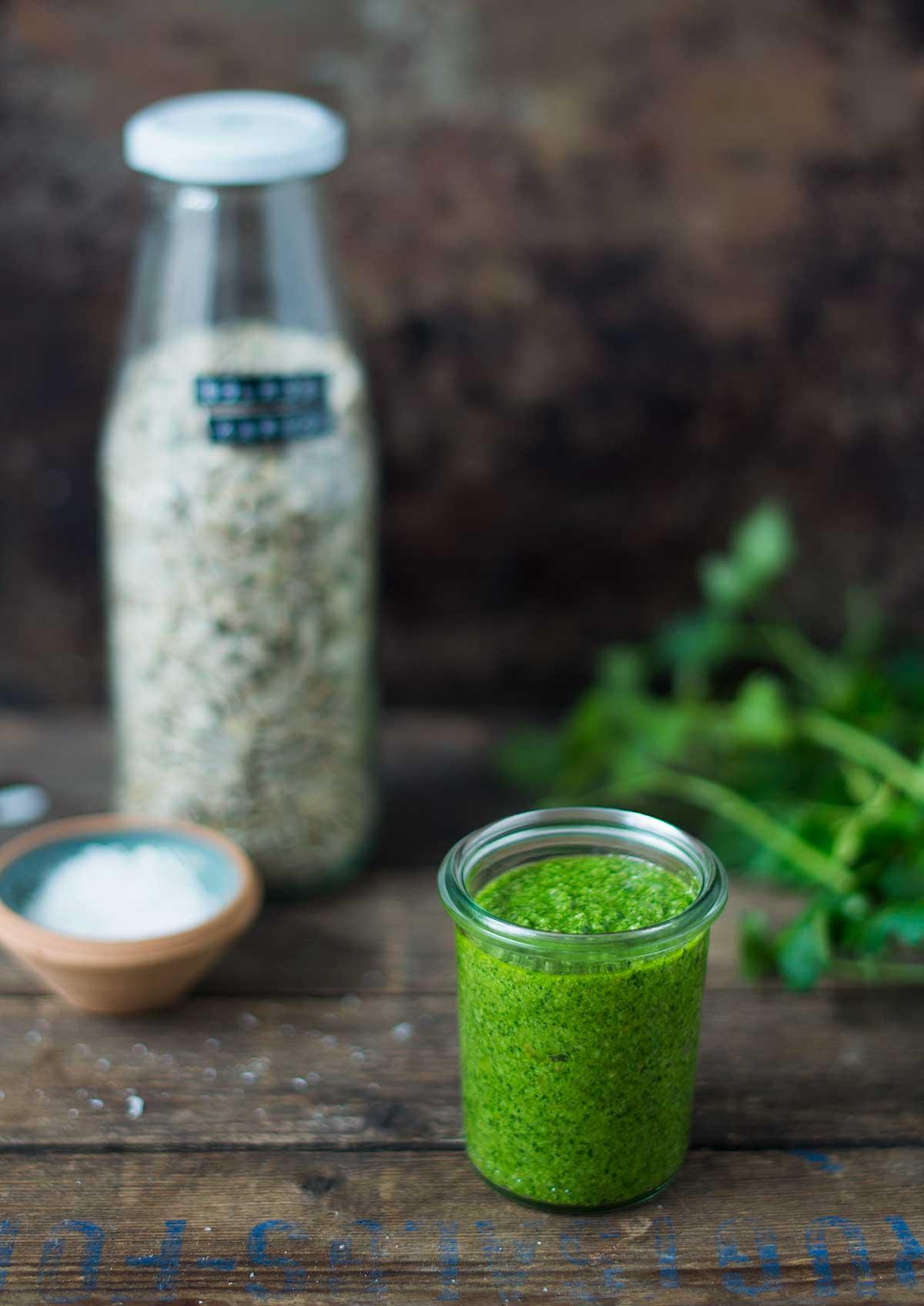 Opskrift: Billig grøn pesto | Frk. Kræsen