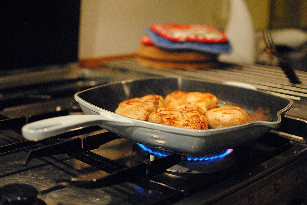 Opskrift: Kylling med nudelsalat og kål | Frk. Kræsen