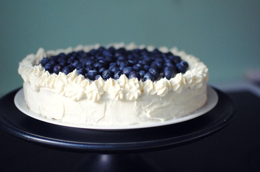 Opskrift: Lagkage med hindbær og blåbær | Frk. Kræsen