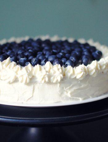 Opskrift: Lagkage med hindbær og blåbær