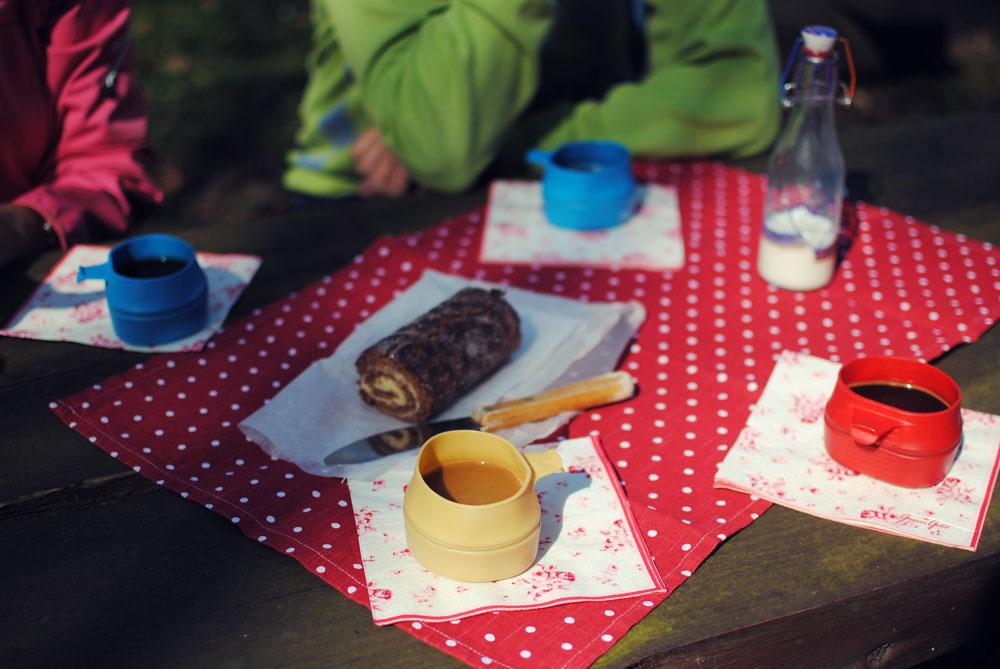 Opskrift: Chokolade-roulade med smørcreme | Frk. Kræsen