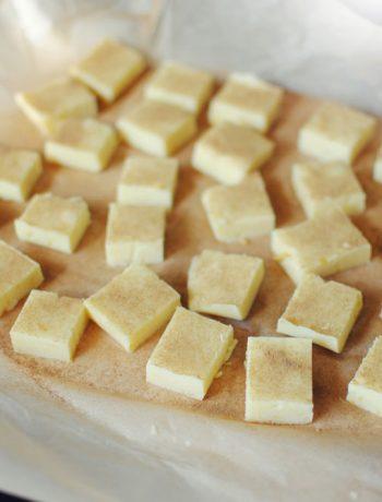 Opskrift: Hvid chokoladetrøffel med citron og lakrids | Frk. Kræsen