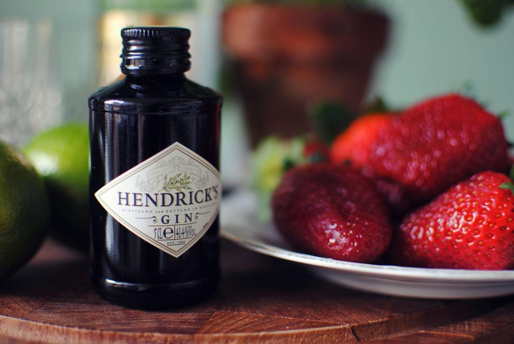 Opskrift: Gin tonic med jordbær og basilikum | Frk. Kræsen
