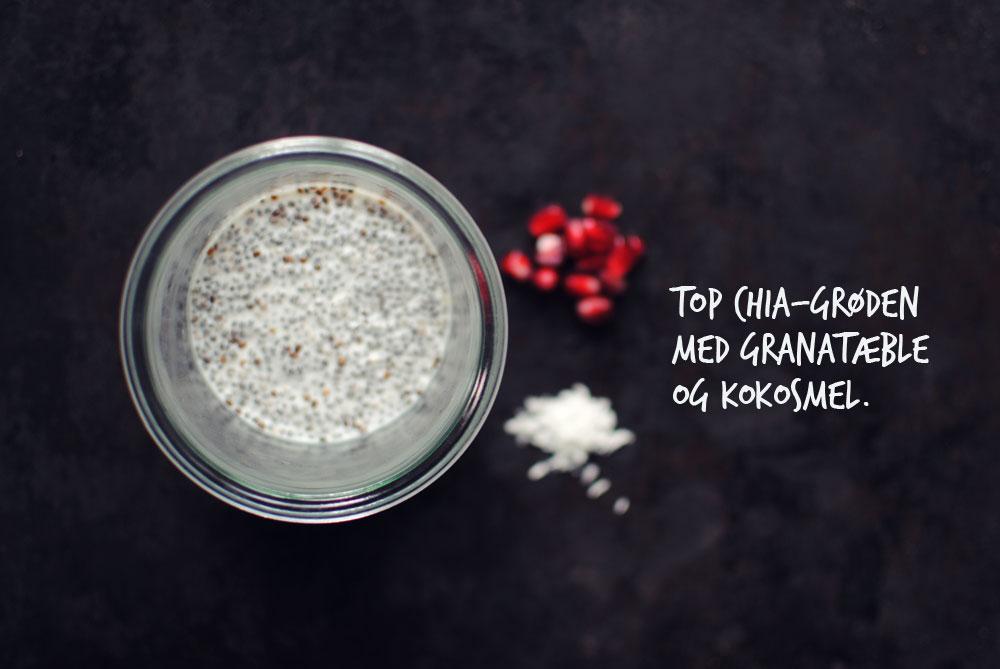 Opskrift: Chiagrød med mandelmælk og granatæble | Frk. Kræsen