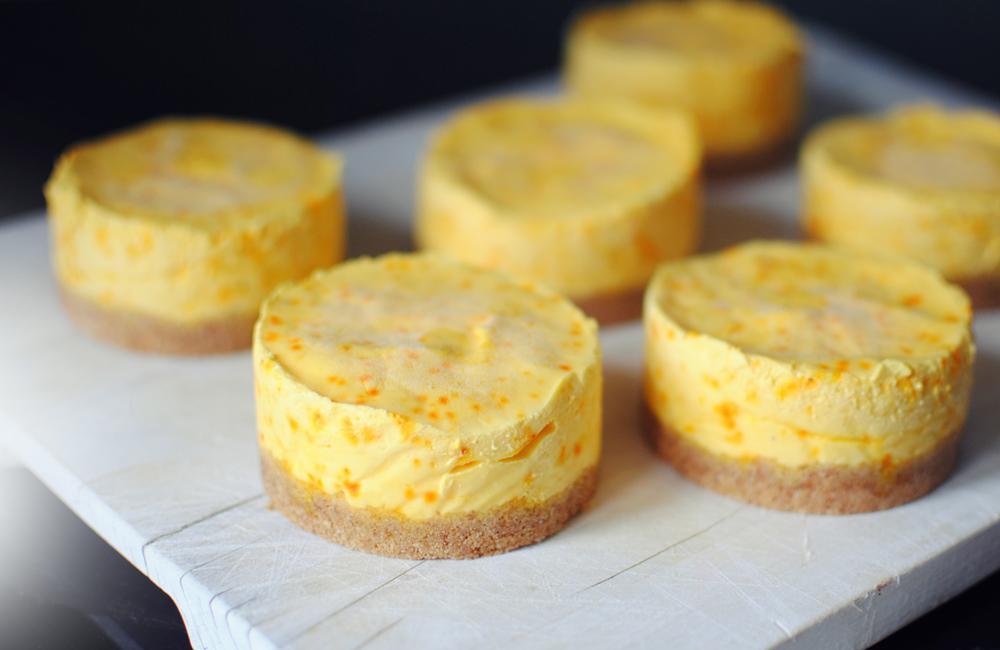 Opskrift: Frozen cheesecake med safran og granatæble | Frk. Kræsen