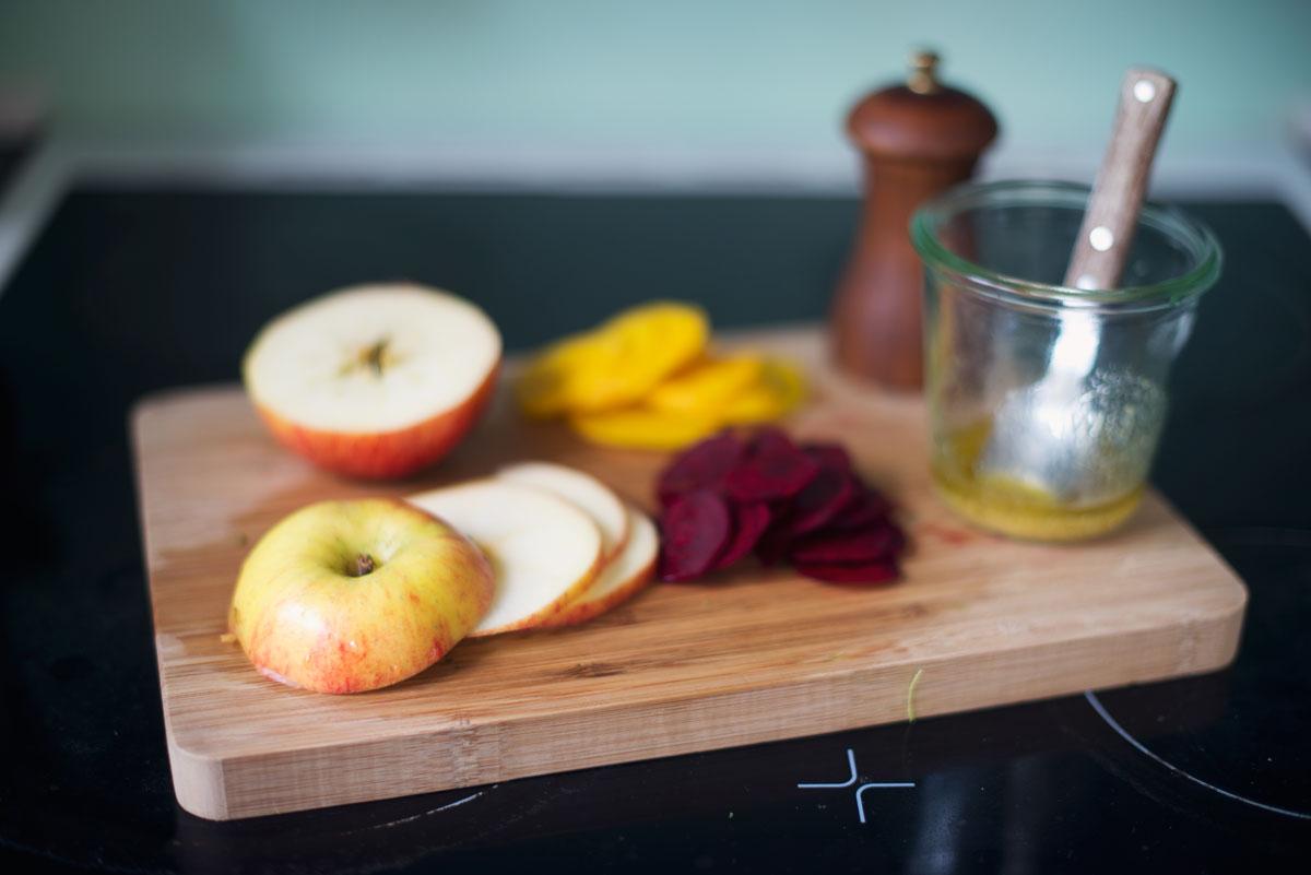 Opskrift: Grønkålsalat med æbler | Frk. Kræsen