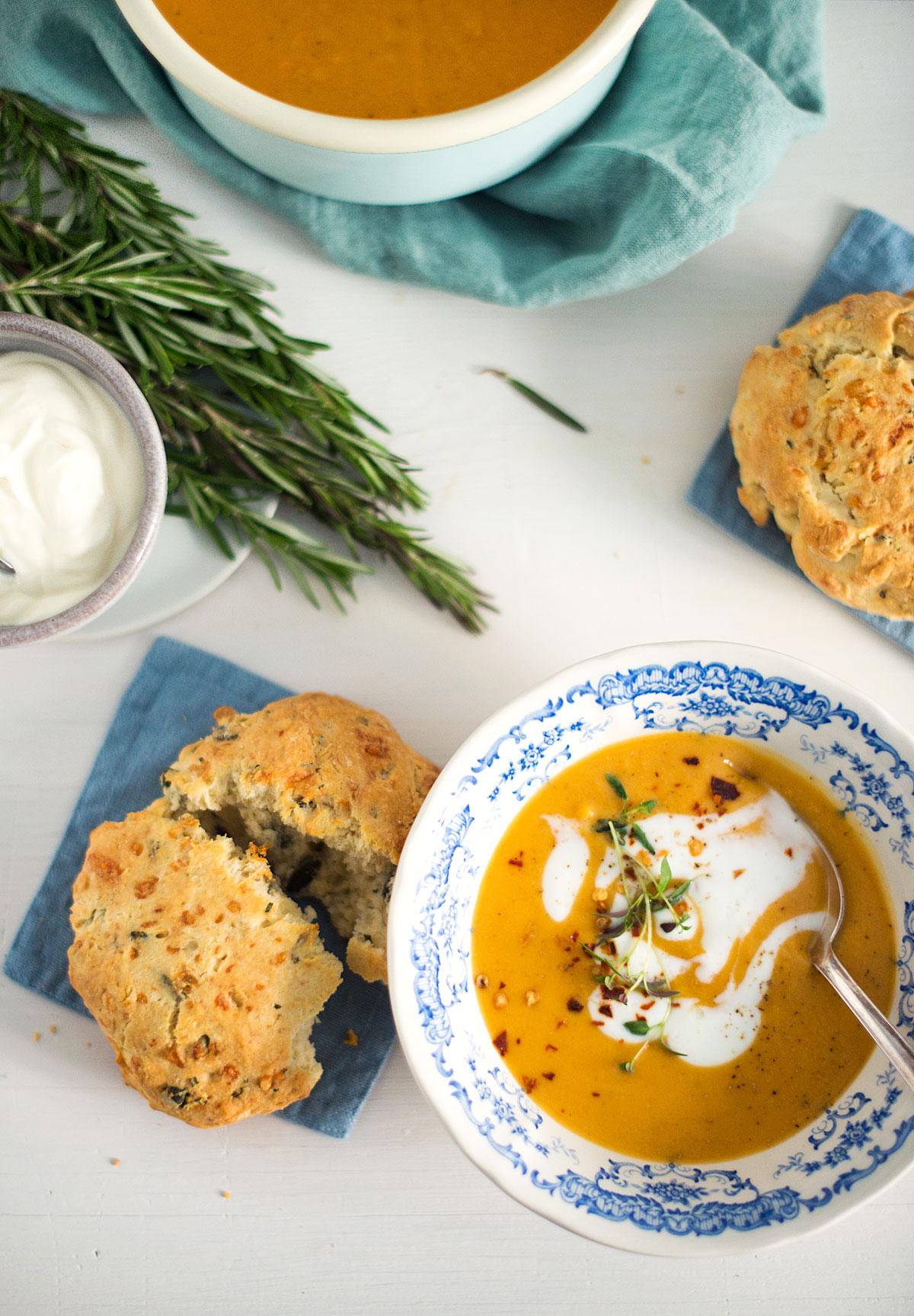 Opskrift: Scones med rosmarin og ost | Frk. Kræsen