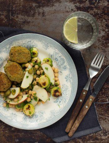 Opskrift: Salat med rosenkål og kikærter | Frk. Kræsen