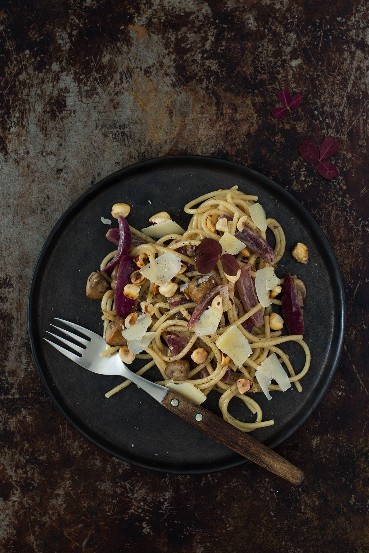 Opskrift: Pasta med champignoner og rødløg | Frk. Kræsen