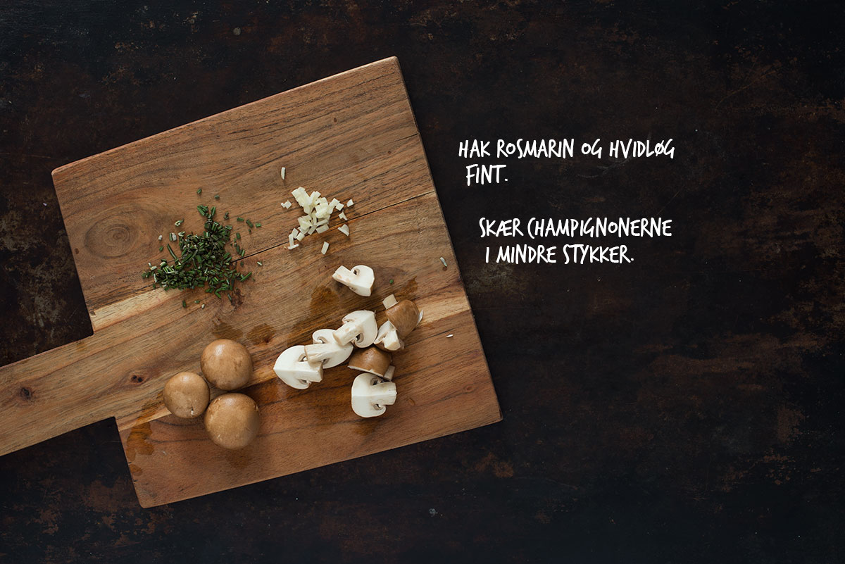 Opskrift: Pasta med champignoner og karamelliserede rødløg | Frk. Kræsen