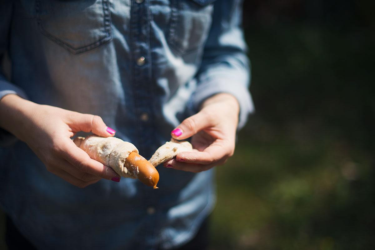 Hjemmebagt snobrød | Nem opskrift at bruge i skoven