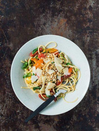 Opskrift: Hurtig pasta med cherrytomater og basilikum | Frk. Kræsen