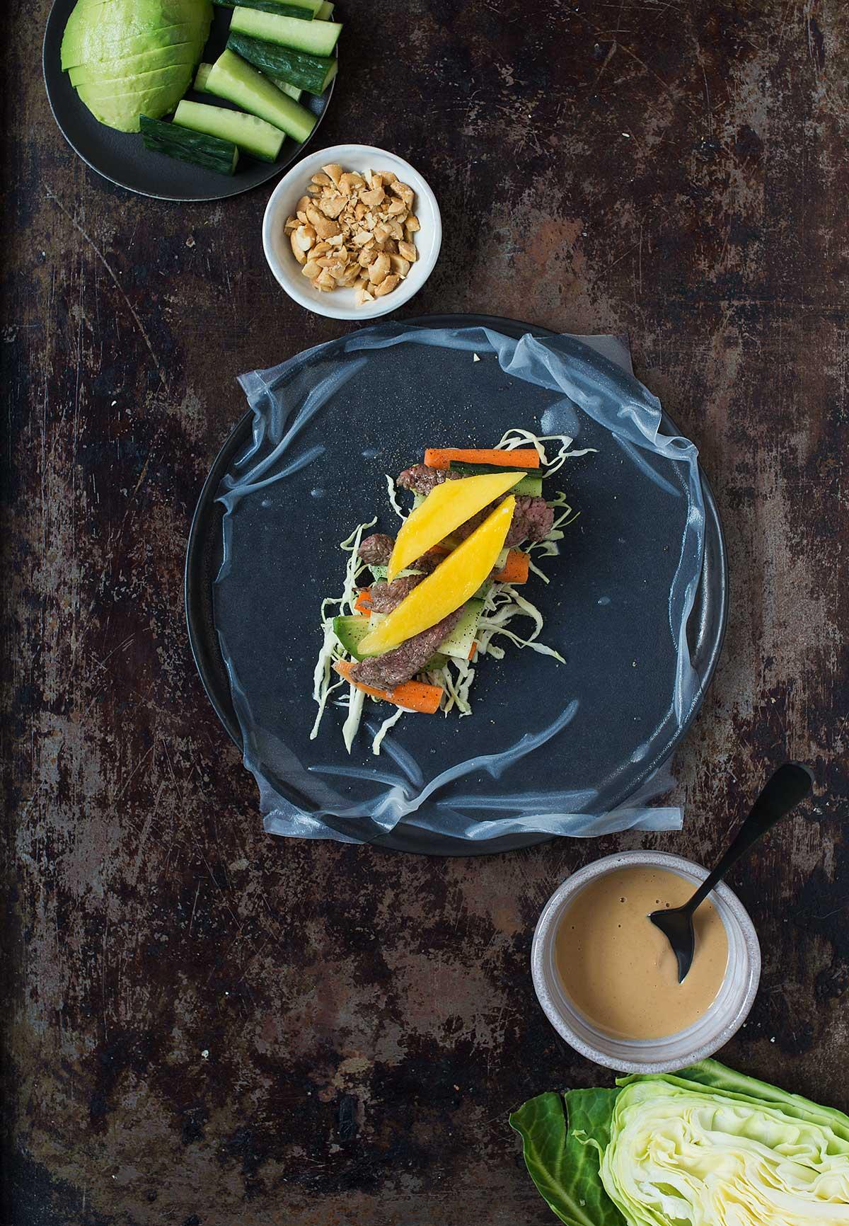 Vietnamesiske forårsruller med oksekød og peanutbutter-dressing | Frk. Kræsen