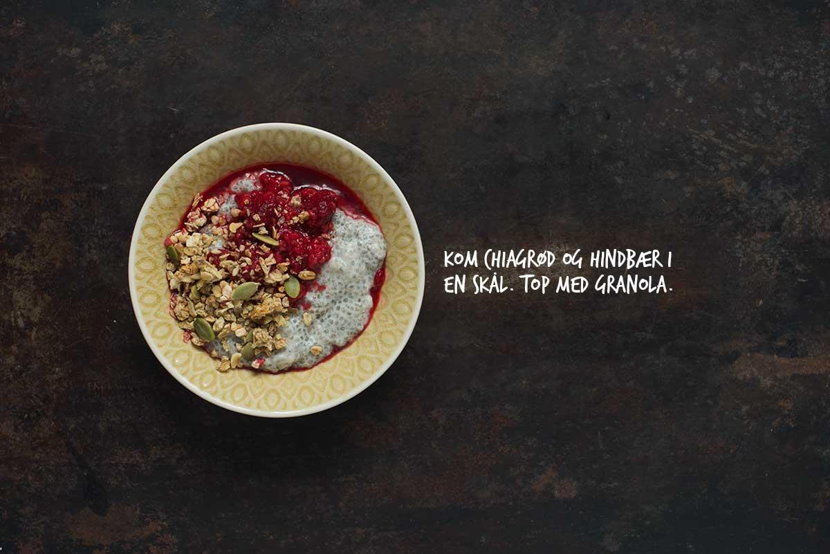 Opskrift: Chiagrød med kokosmælk, hindbær og granola | Frk. Kræsen