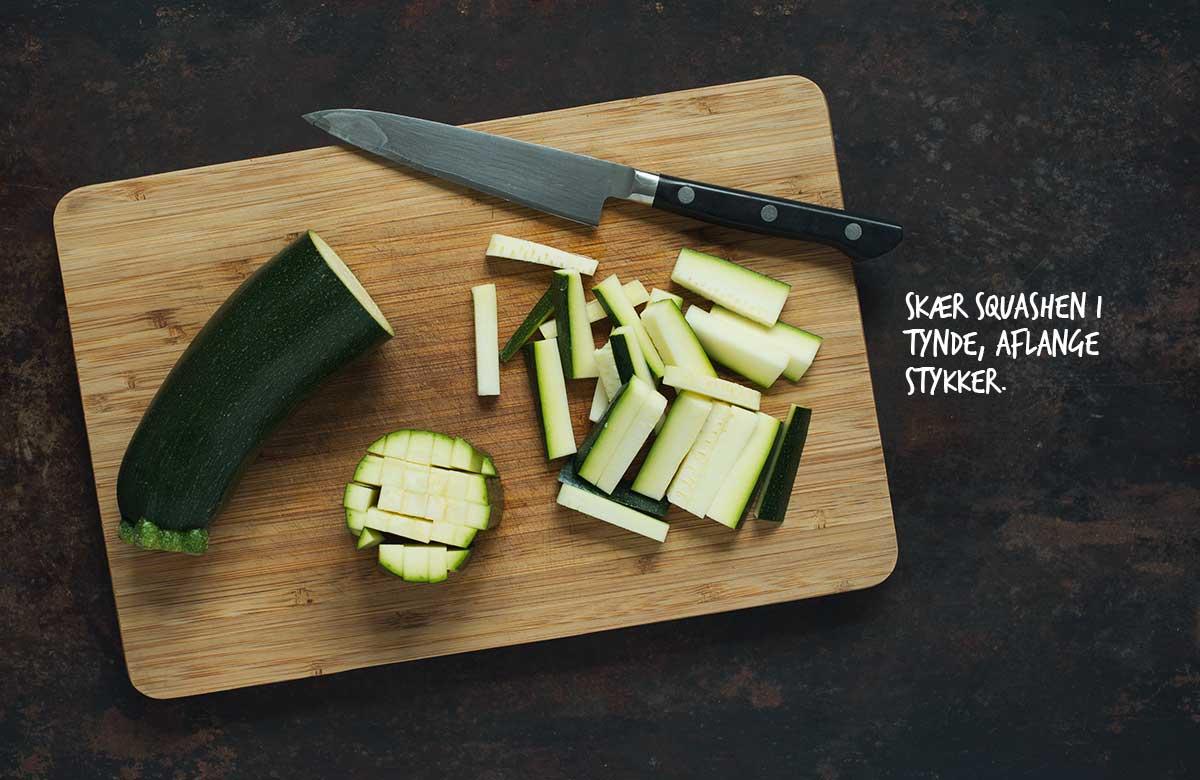 Opskrift: Salat med mango og lynstegt squash | Frk. Kræsen