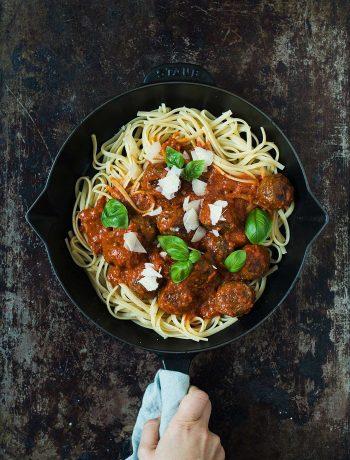 Opskrift: Kødboller i tomatsovs | Frk. Kræsen