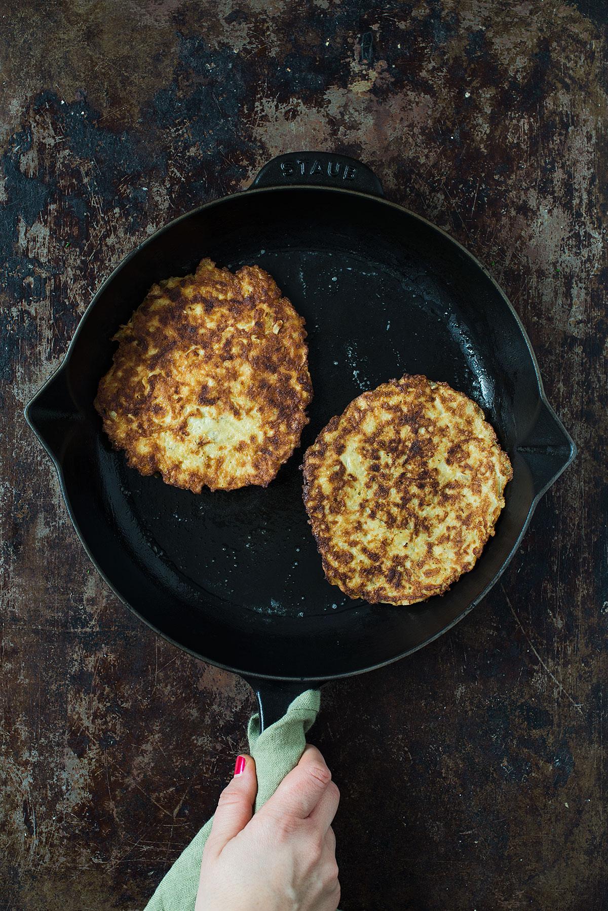 Opskrift: Rösti med revet kartoffel | Frk. Kræsen