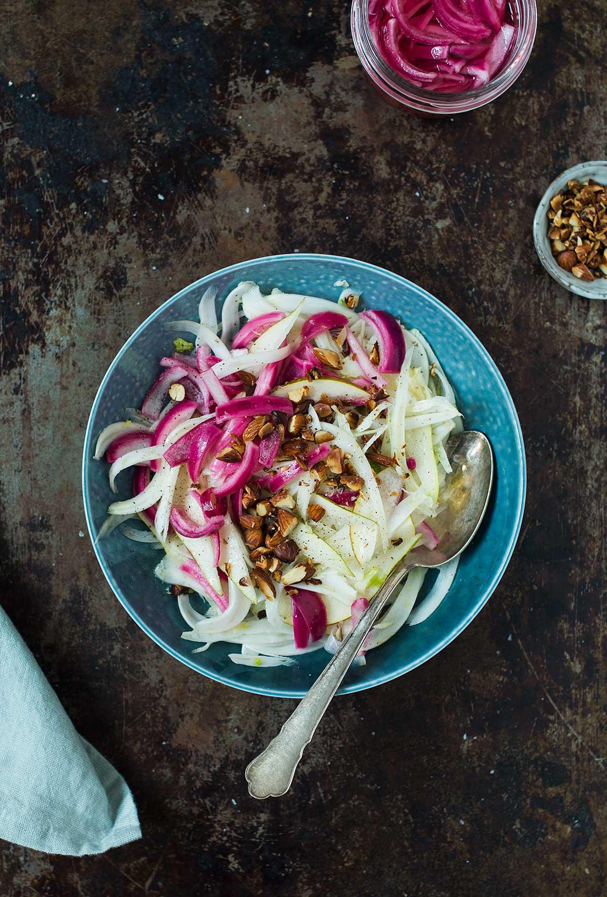 Opskrift: Salat med fennikel, pære og syltede rødløg | Frk. Kræsen